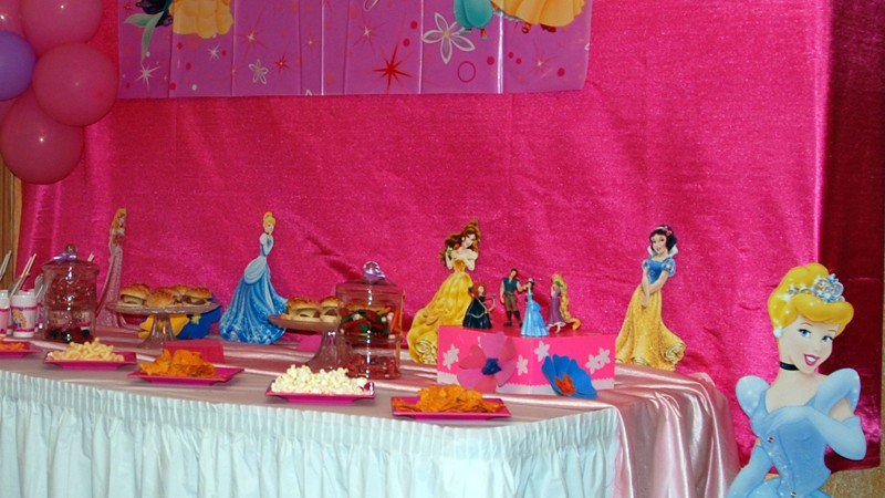 Mesa decorada con tematica Princesas